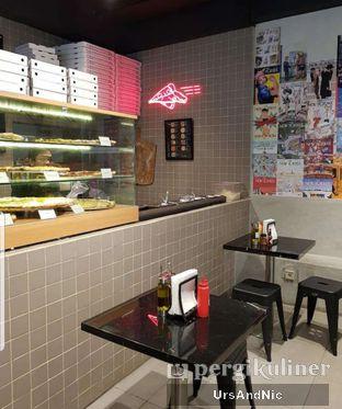 Foto 3 - Interior di Sliced Pizzeria oleh UrsAndNic