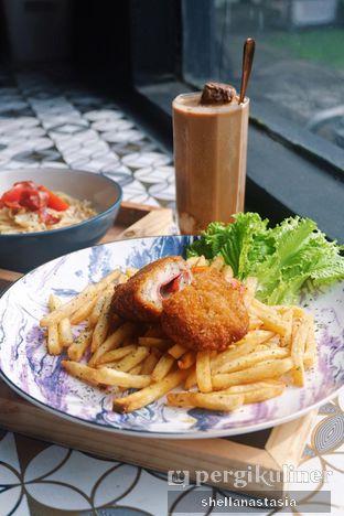Foto 1 - Makanan(Chicken Cordon Bleu) di Dandia Coffee oleh Shella Anastasia