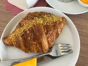 Foto Olive Tree House of Croissants