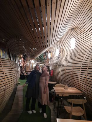 Foto 7 - Interior di Equator Coffee & Gallery oleh Fatirrahmah Nandika