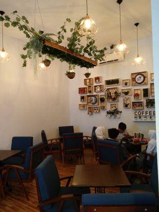 Foto 4 - Interior di Dimitree Coffee & Eatery oleh Rachmat Kartono