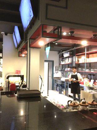 Foto 6 - Interior di Dopamine Coffee & Tea oleh Prido ZH