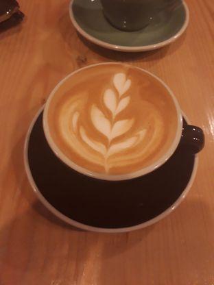Foto 1 - Makanan(Latte) di Emmetropia Coffee oleh Aireen Puspanagara