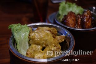 Foto 3 - Makanan(Salted Egg Chicken Wings) di Holywings oleh Monique @mooniquelie @foodinsnap