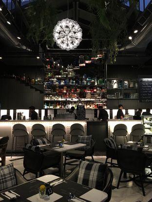 Foto 10 - Interior di Greyhound Cafe oleh Jeljel