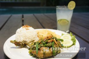 Foto 3 - Makanan(Nasi Ayam Ijo & Es Jeruk Peras) di Warung Kemuning oleh Asharee Widodo