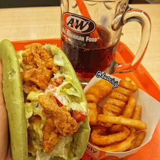 Foto 2 - Makanan(Mango Chicken Pocket) di A&W oleh felita [@duocicip]