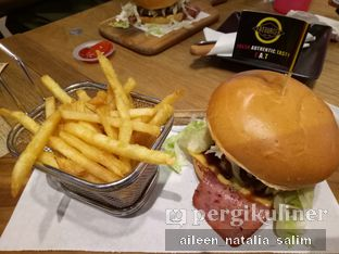 Foto 1 - Makanan di FATBURGER oleh @NonikJajan