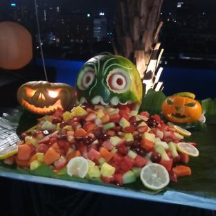 Foto 1 - Makanan di Skyview Pool & Bar - Mercure Hotel oleh Chris Chan