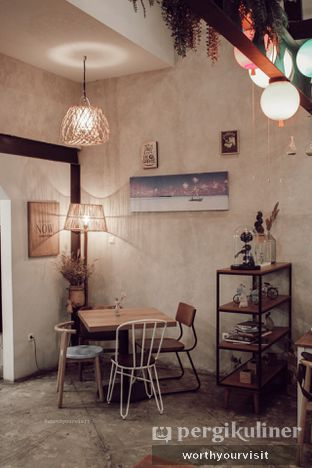 Foto 2 - Interior di Kona Koffie & Eatery oleh Kintan & Revy @worthyourvisit