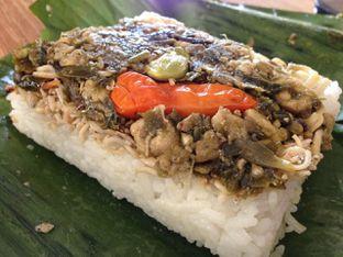 Foto 4 - Makanan(Nasi Teri) di Michelle Bakery oleh awakmutukangmakan