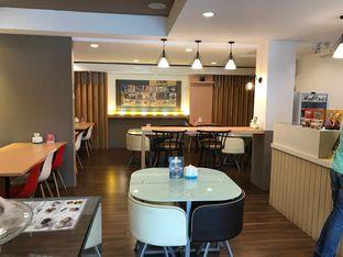 Foto 7 - Interior di Kojima Burger & Coffee oleh Makan2 TV Food & Travel