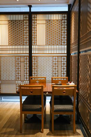 Foto 2 - Interior di Sushi Matsu - Hotel Cemara oleh thehandsofcuisine