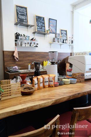 Foto 9 - Interior di Groots Coffee oleh Darsehsri Handayani