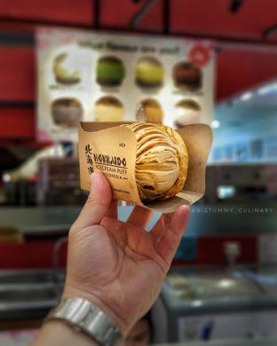 Foto 1 - Makanan di Hokkaido Icecream Puff oleh Ken @bigtummy_culinary