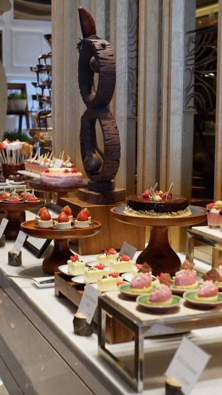 Foto 19 - Interior di Arts Cafe - Raffles Jakarta Hotel oleh Deasy Lim