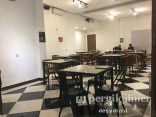 Foto 6 - Interior di Black Butler Cafe - Hotel Sanira oleh Desy Mustika