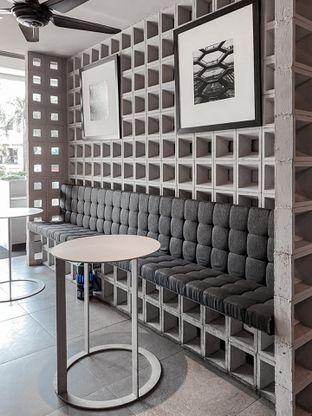 Foto 8 - Interior di YOMS Pisang Madu & Gorengan oleh houseofoodies