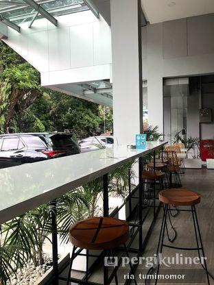 Foto 5 - Interior di Dailydose Coffee & Eatery oleh riamrt