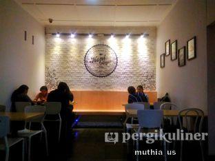 Foto 5 - Interior di Roti Gempol & Kopi Anjis! oleh Muthia US