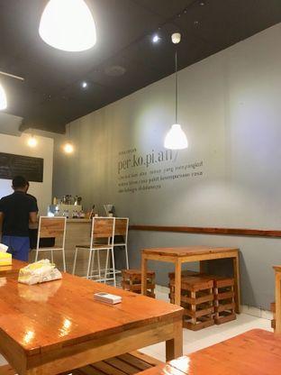 Foto 12 - Interior di Ruang Eatery & Coffee oleh Prido ZH