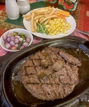 Foto 1 - Makanan di Gandy Steak House & Bakery oleh Andrika Nadia
