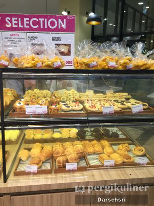 Foto 4 - Interior di Aeon Bakery oleh Darsehsri Handayani