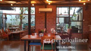Foto 7 - Interior di Terroir Coffee & Eat oleh UrsAndNic
