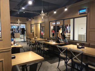 Foto 5 - Interior di Palmier oleh YSfoodspottings