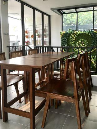 Foto 10 - Interior di Likely Cafe & Resto oleh Prido ZH