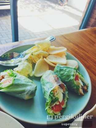 Foto 1 - Makanan(Gao-gado roll) di Botanika oleh @supeririy