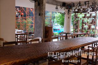 Foto 3 - Interior di Artivator Cafe oleh Darsehsri Handayani