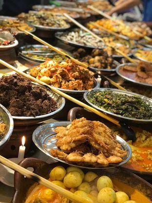 Foto 6 - Makanan di Nasi Kapau Juragan oleh Makan2 TV Food & Travel