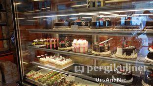 Foto 6 - Interior di Loti Loti Bakery oleh UrsAndNic