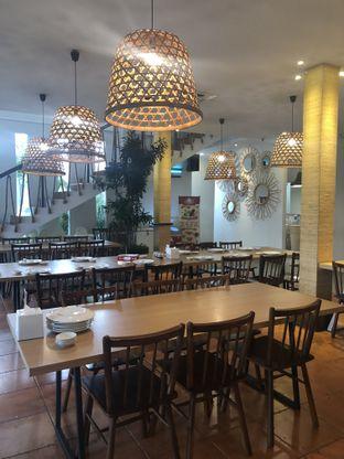 Foto 6 - Interior di Oma Seafood oleh Nanakoot