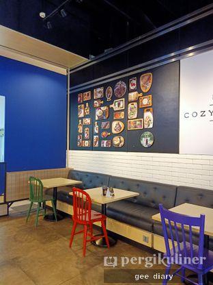 Foto 8 - Interior di Cozyfield Cafe oleh Genina @geeatdiary