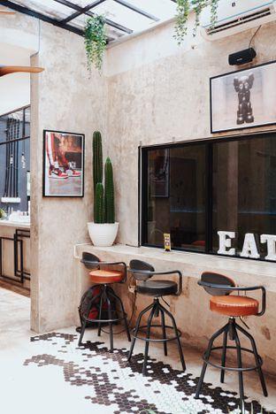 Foto 21 - Interior di Dope Burger & Co. oleh Indra Mulia