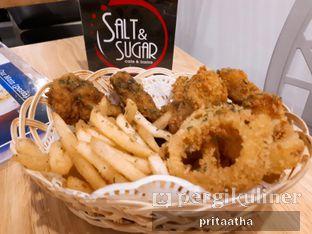 Foto 2 - Makanan(Mix Fries) di Salt & Sugar Cafe and Bistro oleh Prita Hayuning Dias