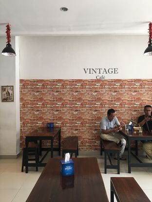 Foto 11 - Interior di Vintage Cafe oleh Jeljel