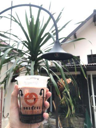 Foto - Makanan di Dreezel Coffee oleh Rurie