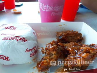 Foto Makanan di Richeese Factory