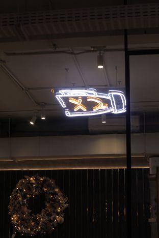 Foto 6 - Interior di Phos Coffee & Eatery oleh thehandsofcuisine