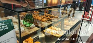 Foto 2 - Interior di Krispy Kreme oleh JC Wen