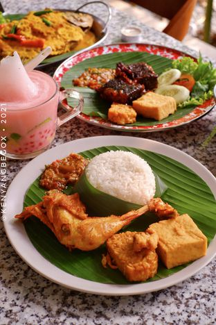 Foto review Delima Authentic Indonesian Food oleh Vionna & Tommy 7