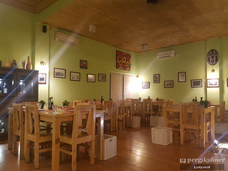 Galeri Foto Makanan Dan Suasana Di Giuliani Ristorante E Pizza