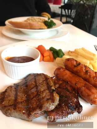 Foto 1 - Makanan di Geulis Boutique Cafe - Geulis Boutique Hotel & Cafe oleh a bogus foodie
