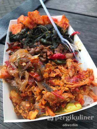 Foto 1 - Makanan di Master Nasi Pedas Bali oleh CAROLS