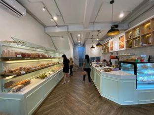 Foto 4 - Interior di Dandy Co Bakery & Cafe oleh Duolaparr