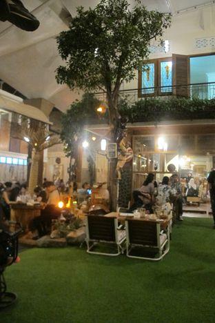 Foto 5 - Interior di Equator Coffee & Gallery oleh Kuliner Addict Bandung
