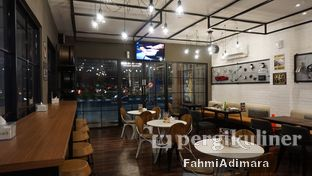 Foto 5 - Interior di Wheels and Brakes Cafe oleh Fahmi Adimara